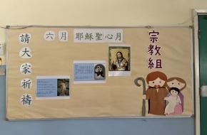 學生認真地製作對稱圖形,欣賞數學的美!